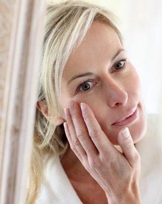 skin-older-women-touch